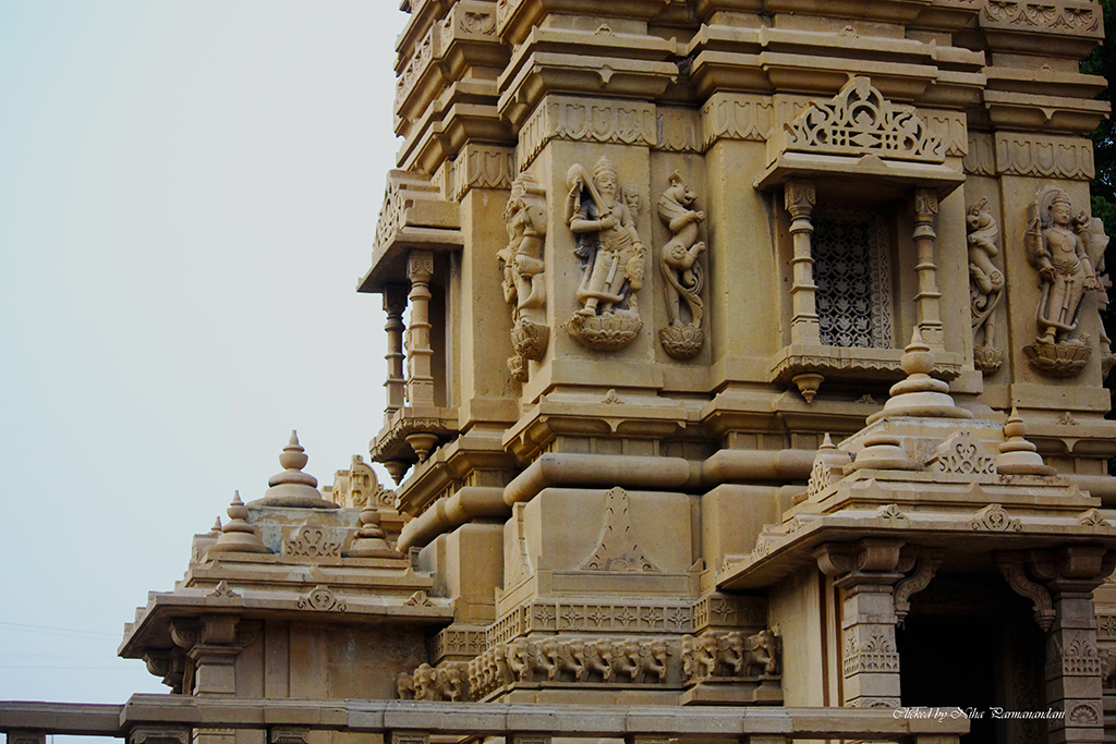 A visit to the Hutheesing Jain Temple